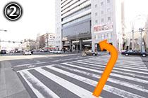 横断歩道をわたって あびこ筋を左