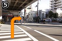横断歩道をわたり あびこ筋を右